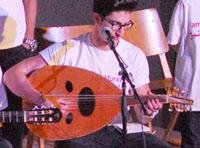Musiker vom Syrischen Friedenschor mit Oud