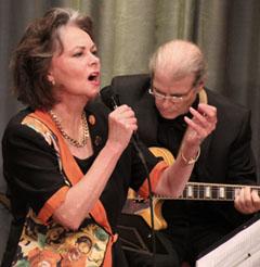 Jenny Evans, Gesang und Geoff Goodmann, Gitarre