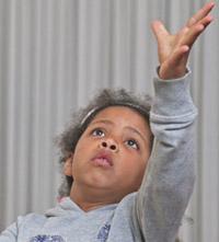 Kind aus binationaler Familie lernt, sich gegen Rassismus zu wehren
