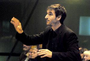 Dirigent Germán Moreno López von vox nova beim Kolibri Benefiz-Konizert