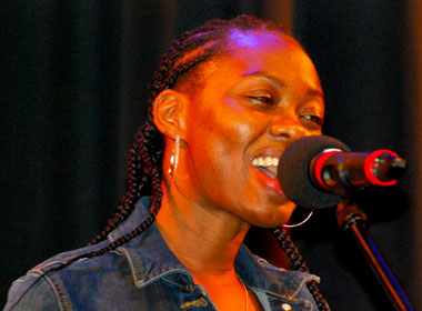 OMOPO Band: Hope Faith Ghandi aus Uganda